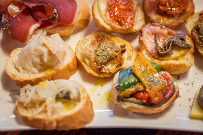 Cicchetti are small snacks served in traditional barscalled bacari in Venice